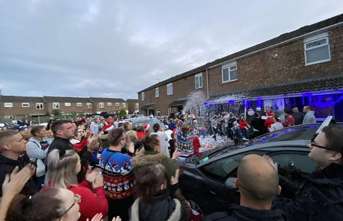 Hundreds Gather To Give Terminally-Ill Father An Early Christmas Surprise