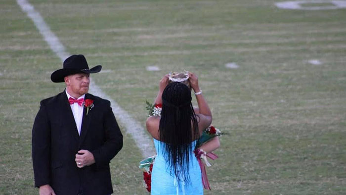 Homecoming Queen Gives Crown To Classmate Who Lost Her Mother Hours Prior